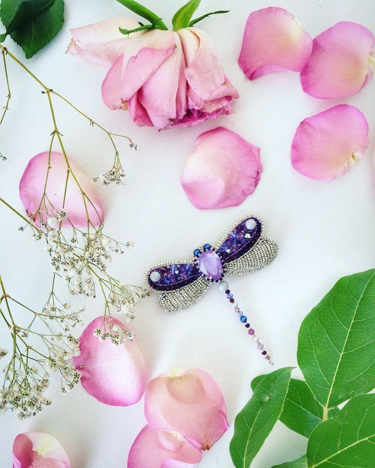 BROCHE INSECTE, broche LIBELLULE, violet argent, bijoux femme, broche brodée, broche Swarovski, nouvelle collection 2018, bijou fait main. par JUJUAR sur Etsy https://www.etsy.com/fr/listing/594762862/broche-insecte-broche-libellule-violet