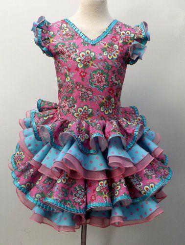 Traje de gitana flamenca para niña realizado a mano por nuetras propias modistas, 100% personalizable. Puedes encontrarlo en nuestra tienda online www.mibebesito.es