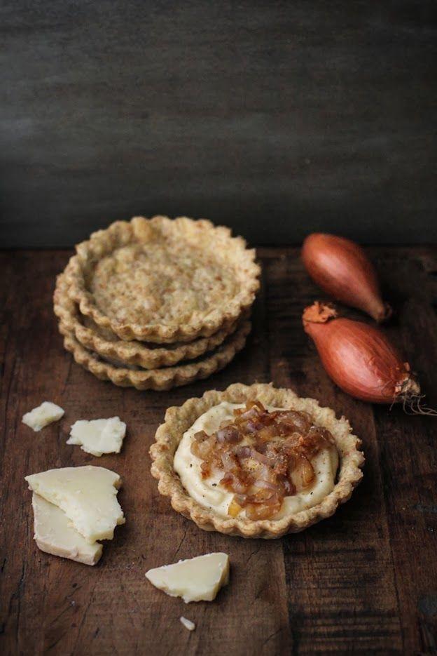 - VANIGLIA - storie di cucina: tartellette integrali al vino bianco, con besciamella al formaggio di fossa e scalogne caramellato