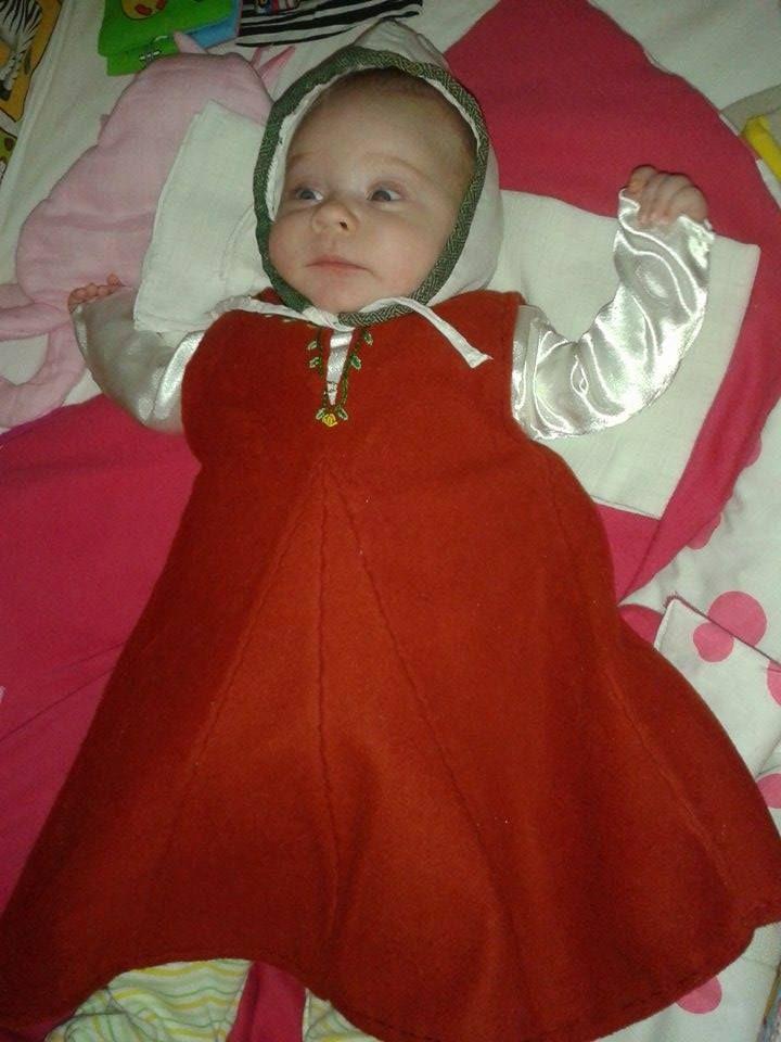 My daughter´s dress Top dress - wool underdress - satin Coif -  leinen, brocade