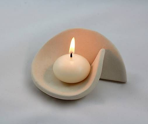 Kerzenhalter aus Keramik im minimalistischen Stil