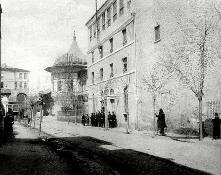 Gülhane Alemdar Caddesi Eski Telgrafhane Binası http://ift.tt/29U6uMk