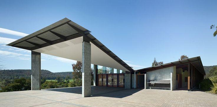 Boyd Education Centre Glenn Murcutt Reg Lark Architect front of house exterior