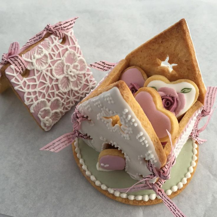 Delicate Icing Cookie Art - Cookie House with mini cookies | Cookie Connection