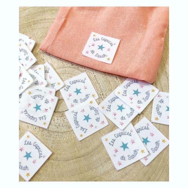 🌟 Personnalisation étoilée 🌟 Zoom sur ces nouvelles étiquettes en tissu illustrées sur mesure pour les Caprices de Sarah, au design frais réalisé à l'aquarelle... À coudre sans modération ✂️! Pour vos commandes d'étiquettes, logos, tissus, masking-tapes.. rdv sur mon site : ▫️www.corail-indigo.com▫️ . . . #corailindigo #cousumain #handmade #faitmain #coutureaddict #couturebebe #personnalisé #jolidetail #sewing #passioncouture #jecoudsdoncjesuis #etsy #marquefrancaise #cousette…