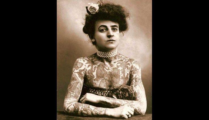 Maud Wagner, la primera tatuadora femenina conocida de los Estados Unidos. [1907]. (Foto: Upsocl.com)