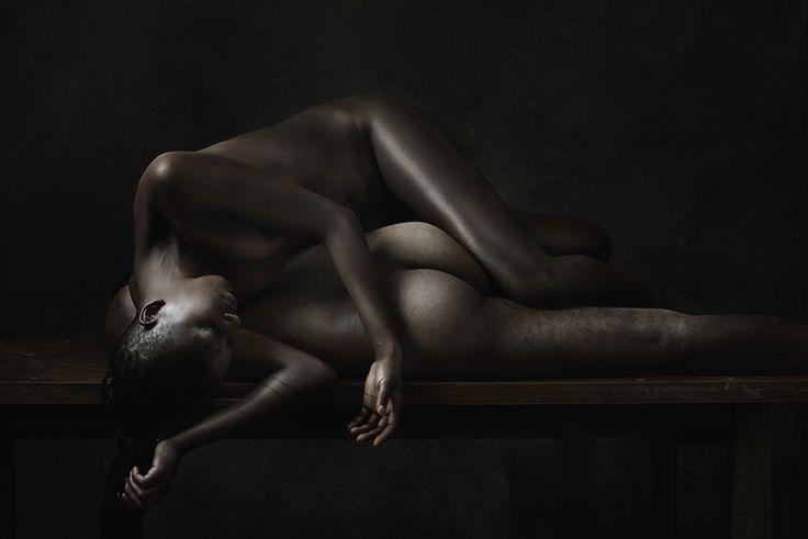 Olivier Valsecchi est un photographe français né à Paris en 1979.Sa série Dust en 2010 lui vaut le Hasselblad Masters Awards quelques années plus tard. Il continue son exploration du corps humain avec sa série Klecksography, inspirée des travaux du psychiatre Rorscharch. Aujourd'hui, Olivier Valsecchi nous montre Drifting, sa nouvelle série. Le photographe ...