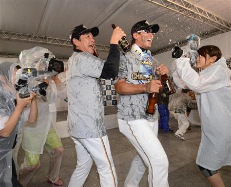 Hideki Kuriyama and Atsunori Inaba (Hokkaido Nippon-Ham Fighters)