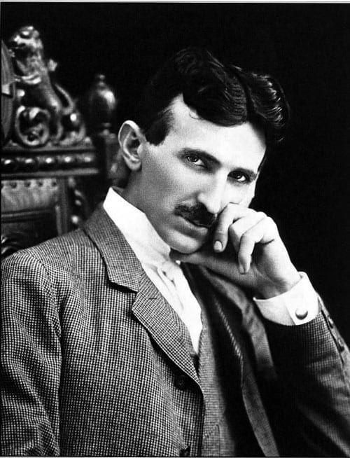 Você conhece Nikola Tesla? Muito provavelmente não, pois ele é um dos maiores injustiçados do mundo da ciência. Pai de diversas invenções não creditadas ao seu nome, Tesla permitiu que o mundo em que vivemos se tornasse real. Por que tudo isso? Vejamos: