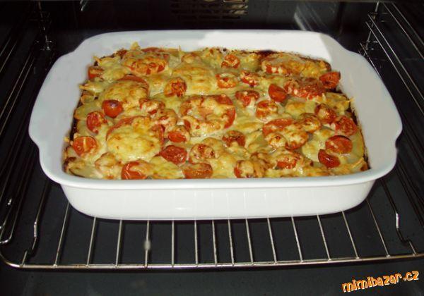 Manželovy zapečené brambory s mletým masem a rajčaty