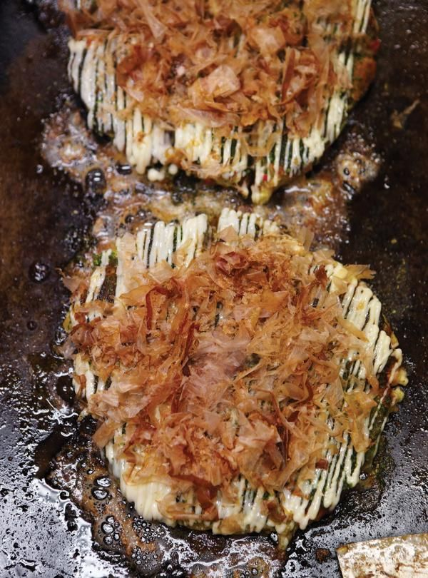 Recette de Ricardo d'okonomiyaki («omelette» de chou, de lard et de fruits de mer)