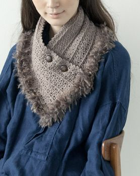 Button up scarf with fun fur trim.                                                                                                                                                                                 もっと見る