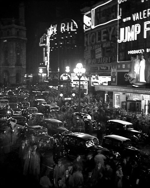 Piccadilly Circus Traffic Jam by Bill Brandt, 1938