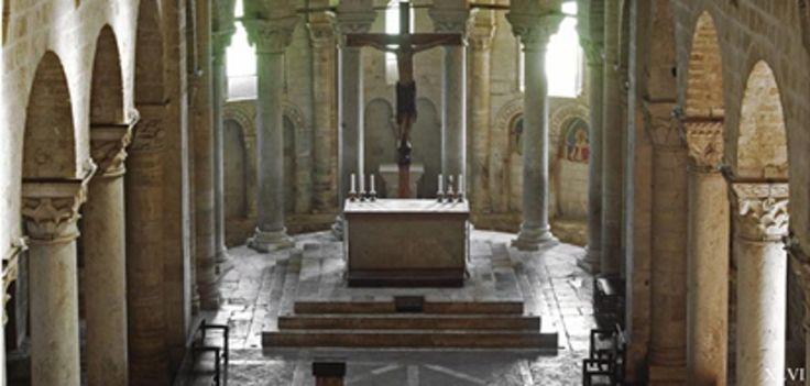 ovvero un gioiello dell'architettura romanica in val di Starcia tra le crete senesi di Salvina Pizzuoli si consiglia di ingrandire le immagini cliccandoci sopra A Sant'Antimo occorre andarci, non ...