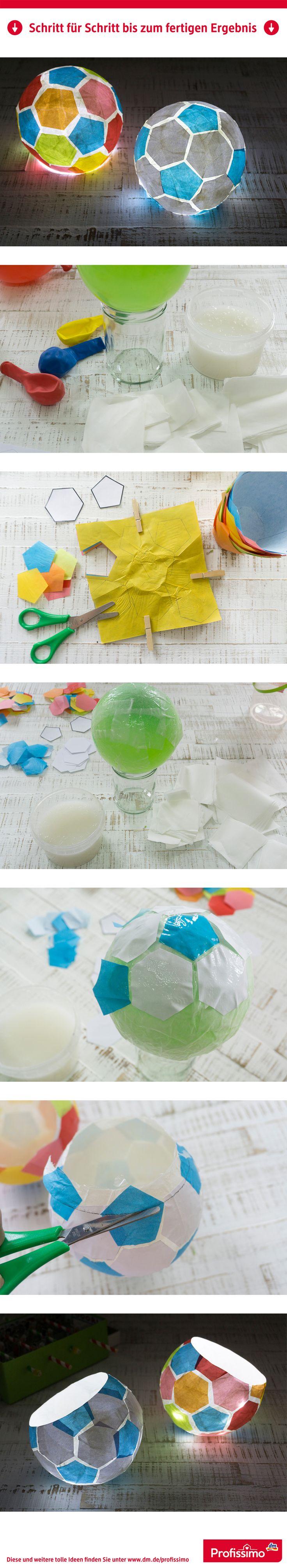 Einfache Technik, große Wirkung! Fußball-Lampe // Mit Luftballon und Kleister können kleine und große Fußballfans dieses Lämpchen nachbasteln. // // Eine Schritt-für-Schritt Anleitung finden Sie auf dm.de/profissimo-kreativ // #ProfissimoKreativ #basteln #Idee #Kreativ #DIY – Profissimo | dm