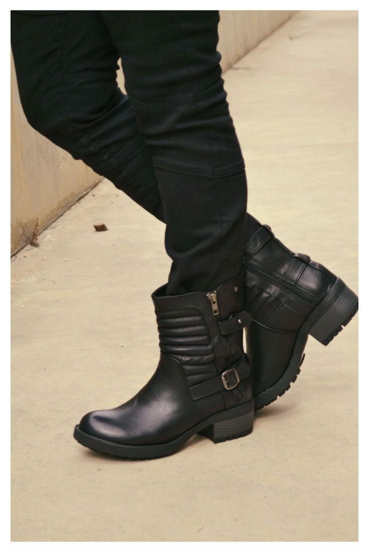 ¡Lánzate al lado más gamberro de la moda que viene esta temporada con unos botines de inspiración motera! ...y son de MTNG - Mustang  Combínalos con minis de cuero negras o con pitillos ajustadísimos en pieles sintéticas, son la más pura tendencia.
