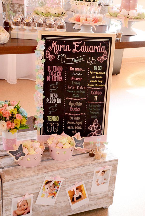 Para comemorar o primeiro ano da Maria Eduarda, a mamãe queria algo bem delicado e romântico. Assim, optou pelo tema jardim de borboletas em tons clarinhos
