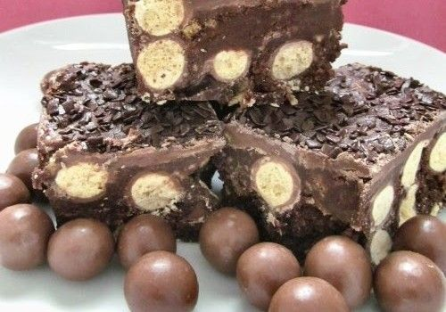 Πανεύκολο σοκολατένιο γλυκό ψυγείου με maltesers