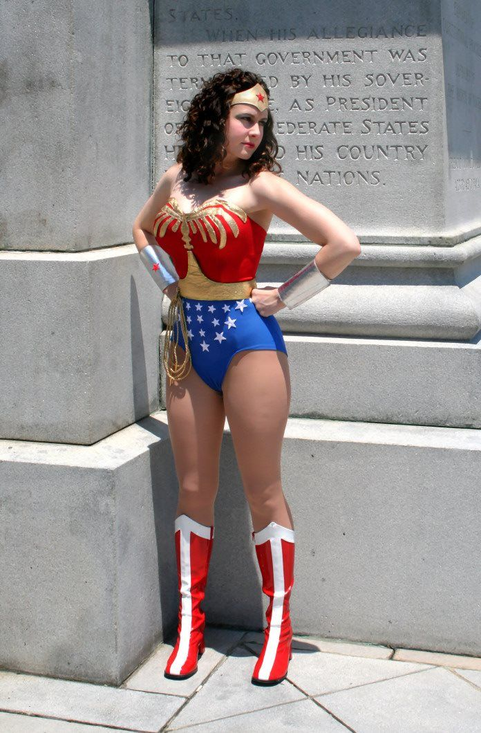 Wonder Woman Cosplay  Superheroine Cosplays That Caught -6878