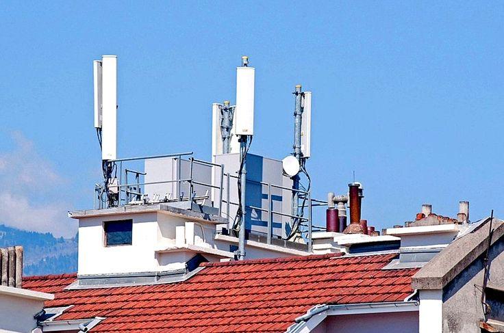 Antennes relais sur toit d'immeuble
