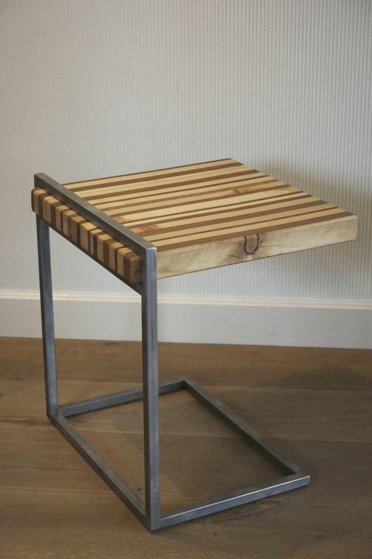 Leuk bijzettafeltje. Gemaakt van resthout en gelaste vierkante stalen buis. Wim_miltenburg@hotmail.com                                End Table made of welded square tubes and reclaimed wood. Size: 40 x 35 x 35 cm