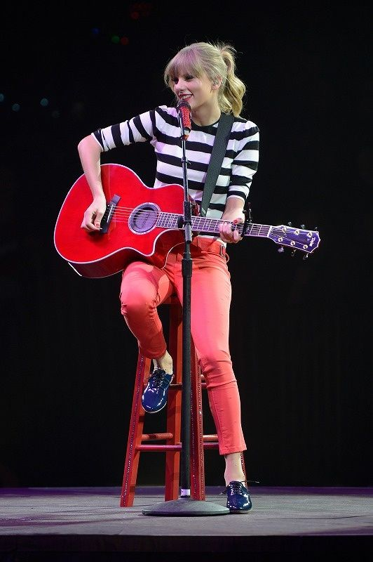 Her bangs with the high ponytail. The striped top. The colored cropped jeans. The oxfords. So preppy and retro I can't.