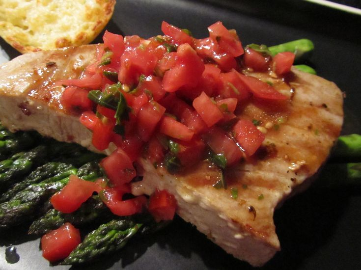1000 ideas about tuna steaks recipe on pinterest for How to cook tuna fish