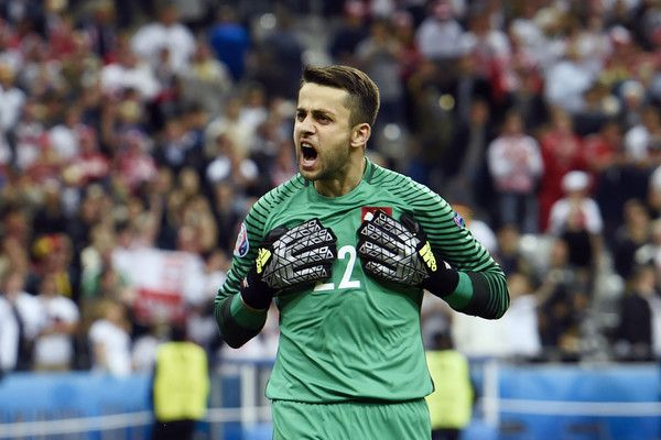 TOPSHOT - Poland's goalkeeper Lukasz Fabianski reacts during the Euro 2016 group C football match between Germany and Poland at the Stade de France stadium in Saint-Denis near Paris on June 16, 2016. / AFP / MIGUEL MEDINA