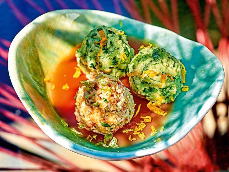 Découvrez la recette Billes d'avocat et de crabe sur gelée de tomate sur cuisineactuelle.fr.
