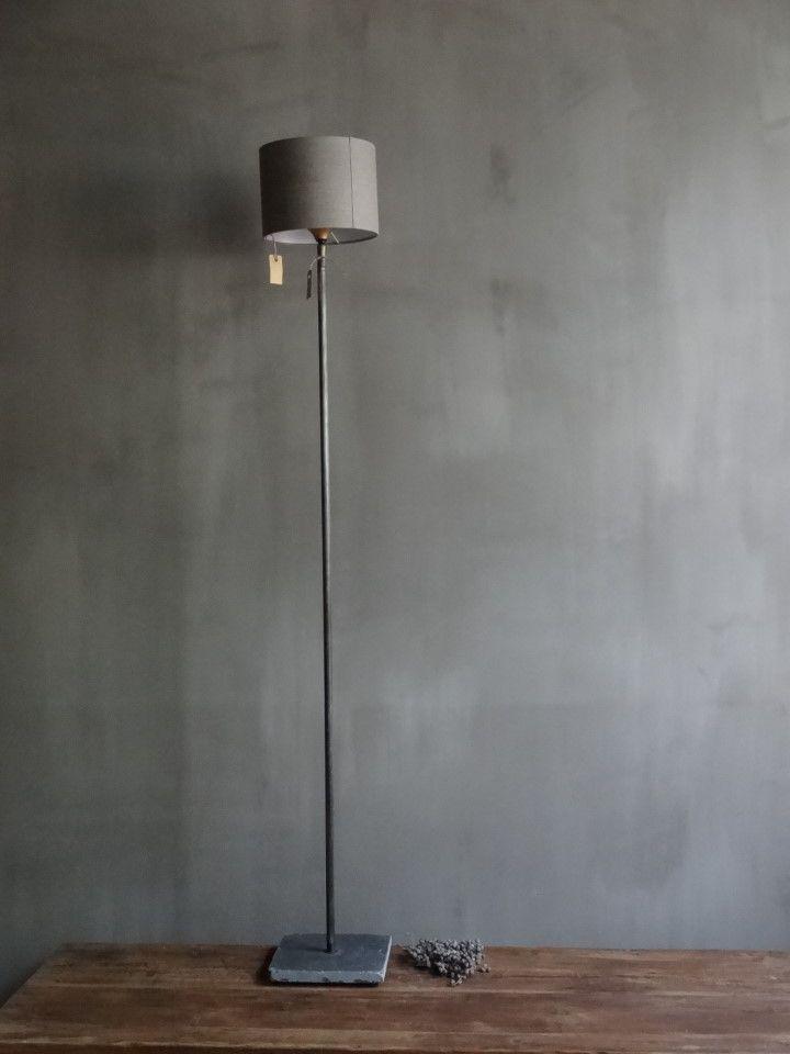 mooie dunne vloerlamp met hardstenen voet en staalkleurige ronde buis in de kortste variant ook - Hngende Kopfteillampe