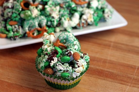 party mixPretzels Parties, St Patricks Day, St Patty'S, Project Ideas, Snacks Mixed, Appetizers Recipe, School Snacks, Parties Mixed, Green Popcorn