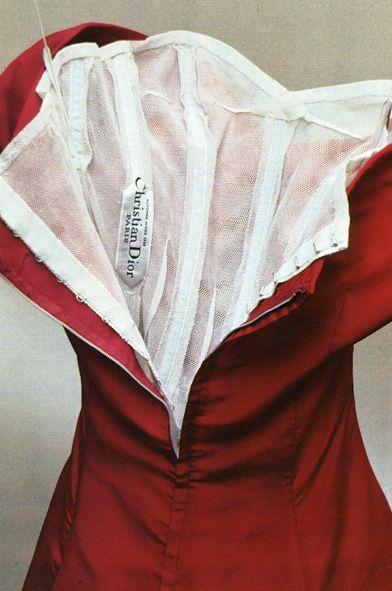 Interior de vestido Christian Dior. Ballenas, costuras invisibles, forro