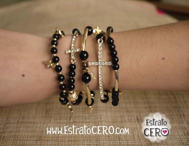 pulseras de pepas negras con cruces doradas