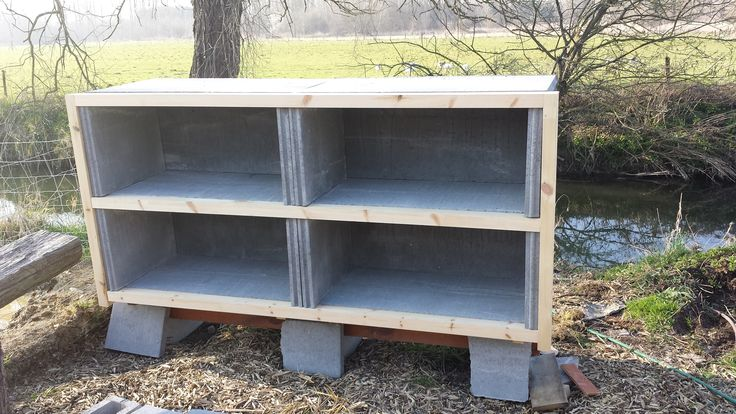 Voici une vidéo de présentation des clapiers en béton construction maison. Vous pourrez réaliser ce genre de clapier pour 60-70€ pour 6 clapiers et beaucoup moins si vous avez des matériaux de récu…