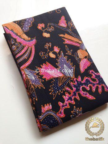 Kain Batik Tulis Motif Boketan Abstrak Pink Latar Hitam | #Indonesia Traditional #Batiks Tulis #Design. Hand-dyed #Fabric #Textiles Process http://thebatik.co.id/kain-batik-bahan/batik-tulis/