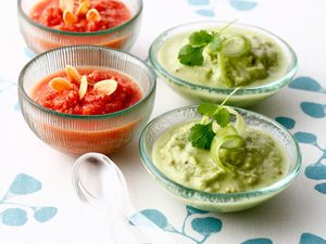 Gaspacho tomate-amandes, et soupe de concombre, avocat et coriandre