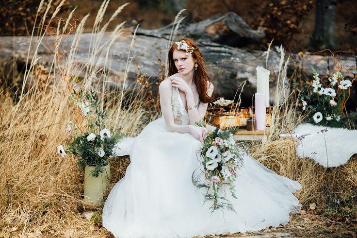 Hochzeitsinspiration im Boho Stil mit unserem Brautkleid Grace-Jolie, maßgefertigt von Tian van Tastique am Ammersee bei München. www.tianvantastique.com