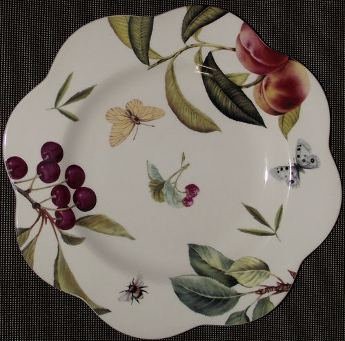 Spode Fruit Haven Daisy Plates - there's a bee there...