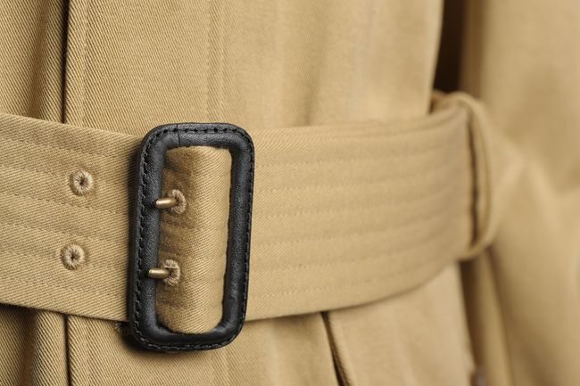 """Belt features 6 rows of stitching to prevent twisting""."