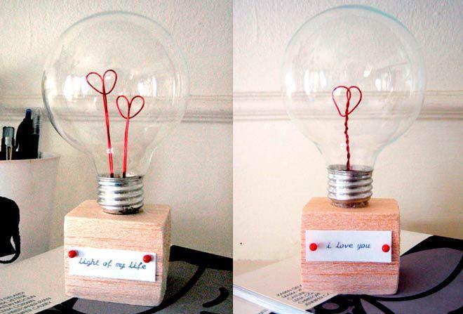manualidad ideal para san valentin con una bombilla reciclada