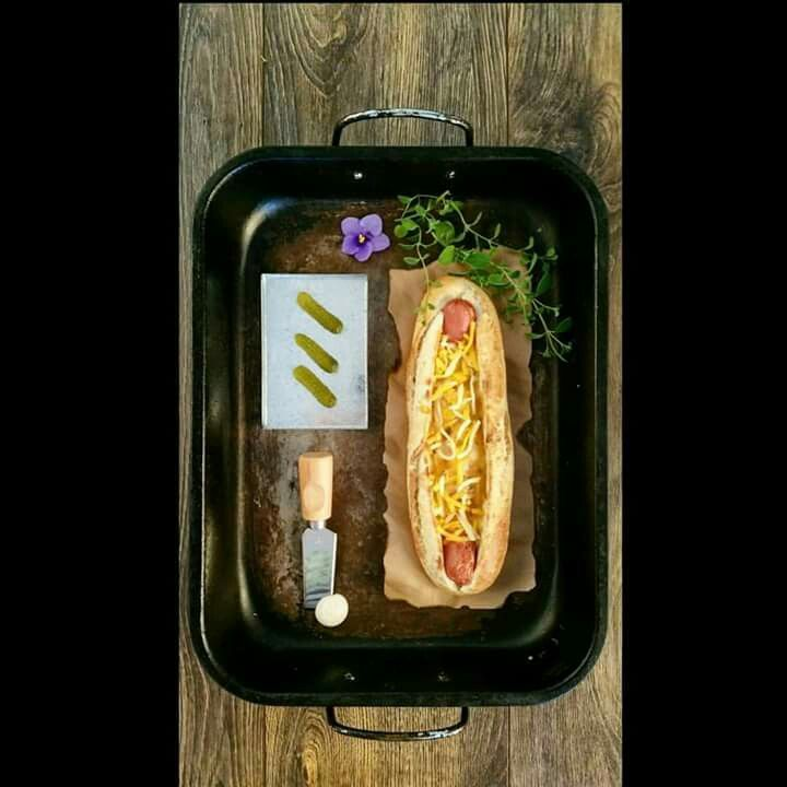 Chilly cheese hotdog foodstyling