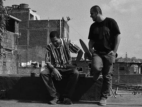 Pagina oficial del grupo venezolano de anarco-rap 2palacausa.