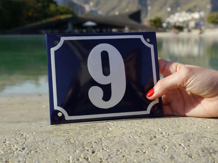 Unsere Emaille Hausnummern in einer karibischen Umgebung
