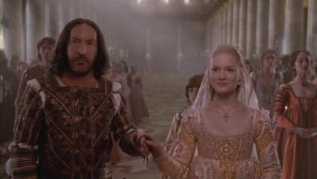 """Первый муж Лукреции Джованни Сфорца в сериале """"The Borgias""""' груб и жесток. Чезаре Борджиа убивает его за обиды, нанесенные любимой сестре."""