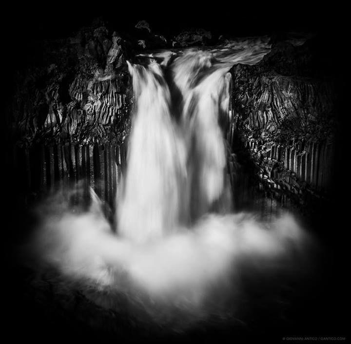 GAntico: Aldeyjarfoss: the water makes its way between black basalt rocks and falls for 20m.  #MIMWaterfalls #MSoXBW #Iceland