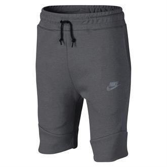 De Nike Tech Fleece korte broek 816280 093 voor jongens is een comfortabele sportieve short gemaakt van zacht, isolerend materiaal. De korte broek heeft een steekzak op de linker broekspijp en een grote naadloze zak met rits op de rechter broekspijp die een veelzijdige opbergruimte biedt. Op de linker broekspijp zit een klassiek Nike logo.