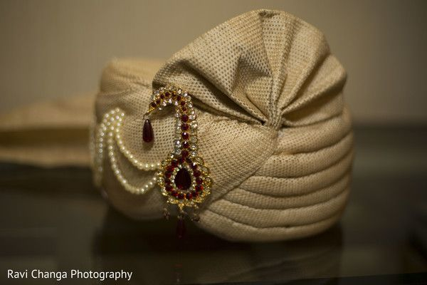 Pagri http://www.maharaniweddings.com/gallery/photo/60138