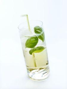 Mister Green, un nouveau cocktail estival à base de Floc de Gascogne.  Remplir de glace un grand verre type tumbler. Verser 1/3 de Floc de Gascogne blanc, 1/3 de jus de pomme non trouble et 1/3 de Perrier. Terminer par une cuillerée à soupe d'eau florale de basilic grand vert ou par quelques feuilles de basilic frais. Servir très frais.