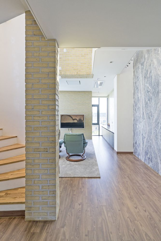 Gallery of Seaside Wall House / KHY architects - 12