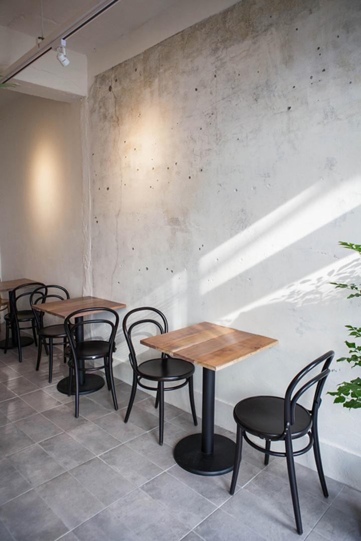 10평 홍대 빈티지 식당 인테리어, 벽 페인트, 바닥 회색 타일, 가구 제작
